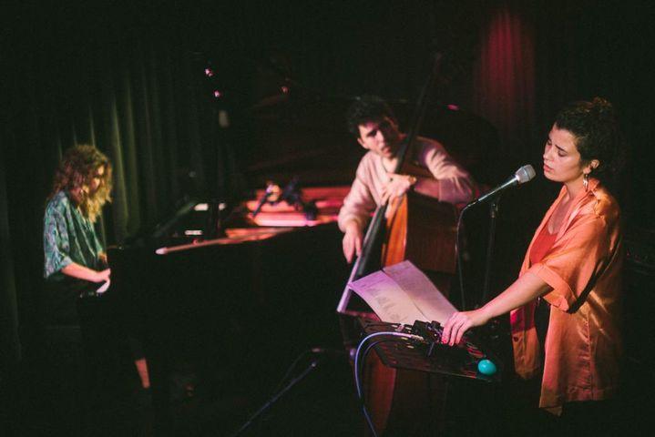 Marta Garrett, Clara Lacerda e Romeu Tristão