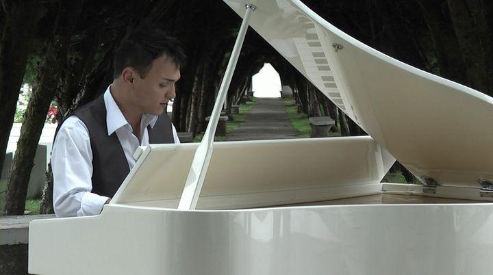Cena con Andy M Pianista