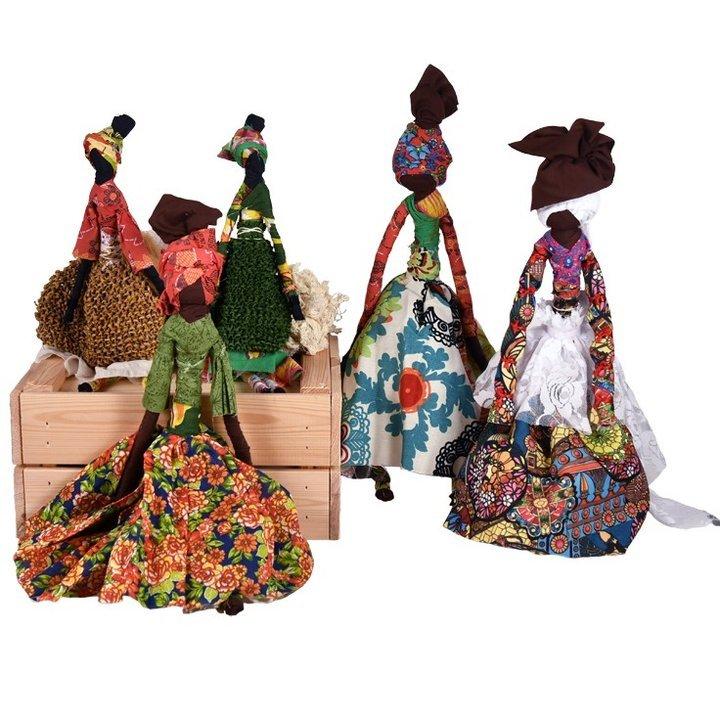 Bonecas Aboyomi em exposição nos ...