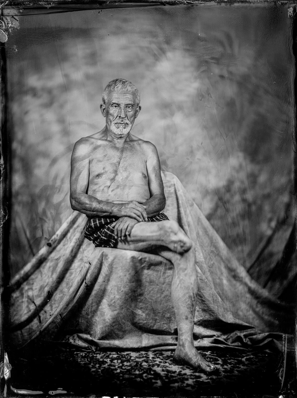 Conversa sobre um projeto fotográfico _' Despojos de Guerra' de  Leonel de Castro