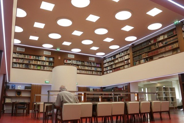 'Biblioteca' | Edição semanal de um texto (ficção, poesia, ensaio) | Gonçalo ...