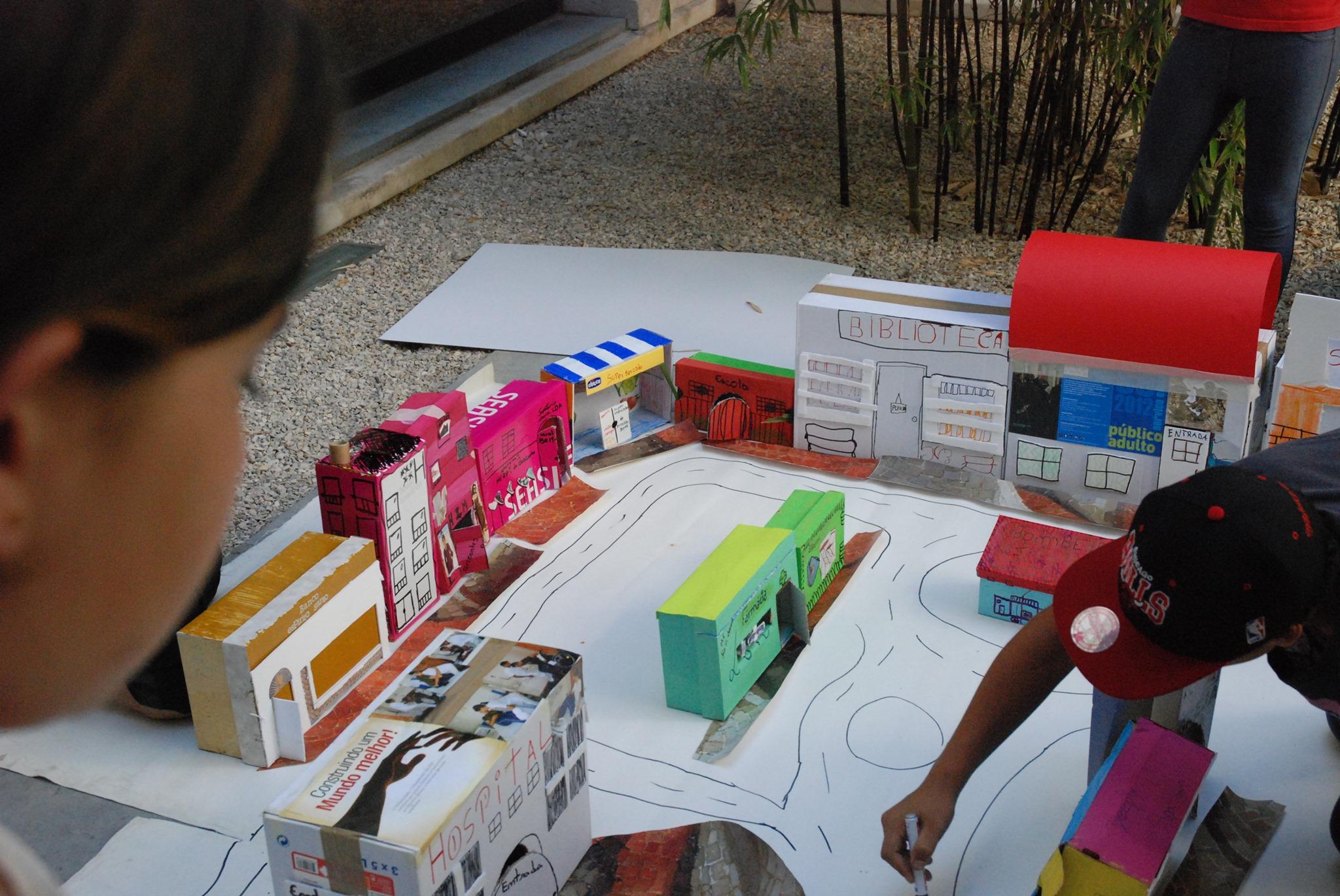 Desenhar a Cidade. Exercícios sobre Arquitetura e Urbanismo   Visita animada/atelier para famílias