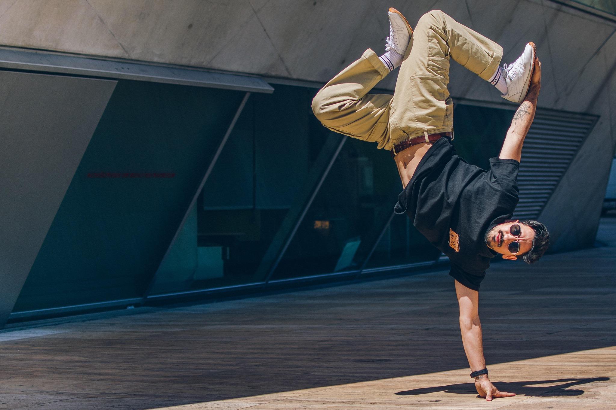 Laboratório online | Danças Urbanas com Roberto Mendes