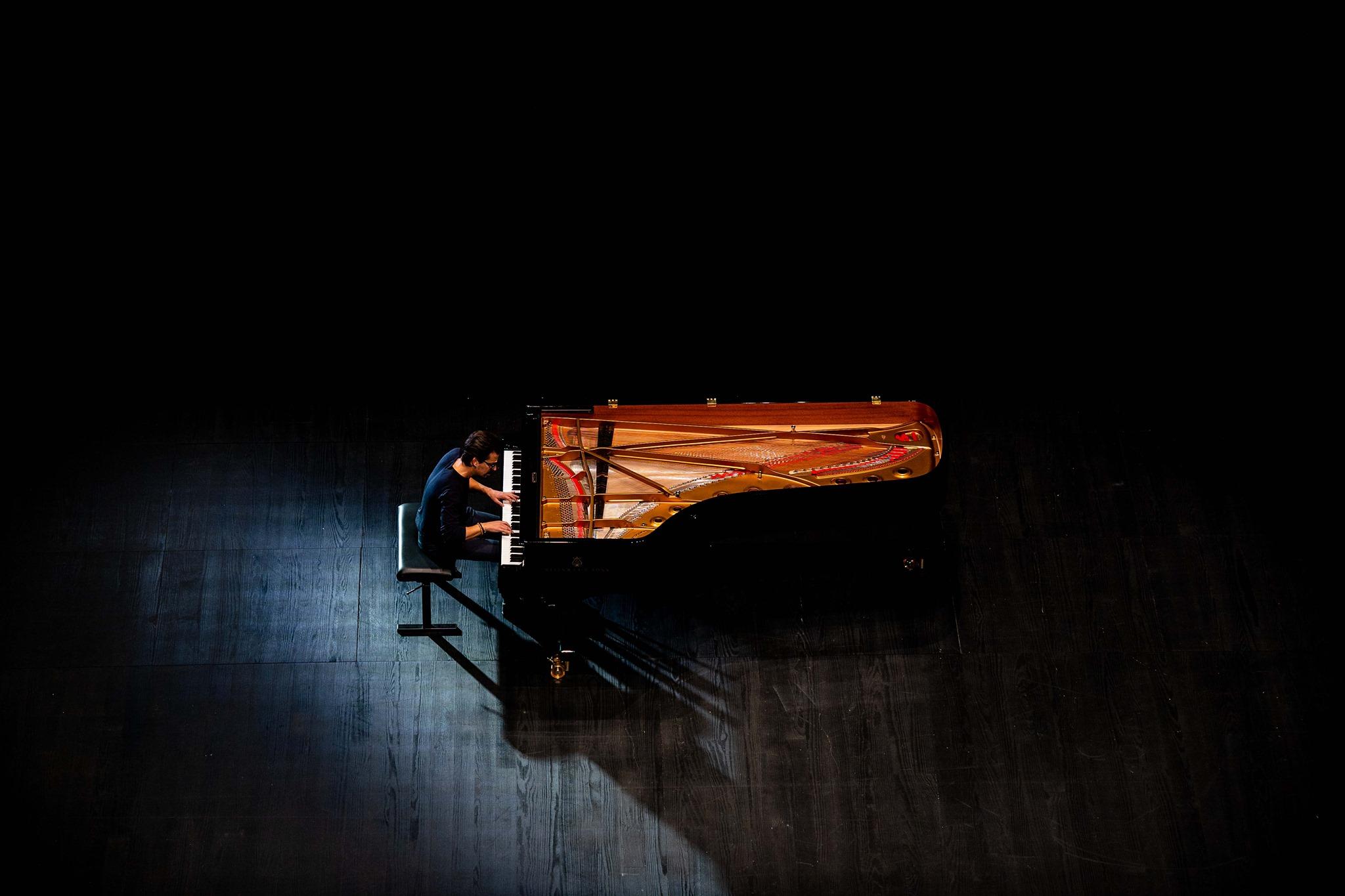 Aniversário Jazz ao Centro/ Intl Jazz Day com Luís Figueiredo 'À Deriva'
