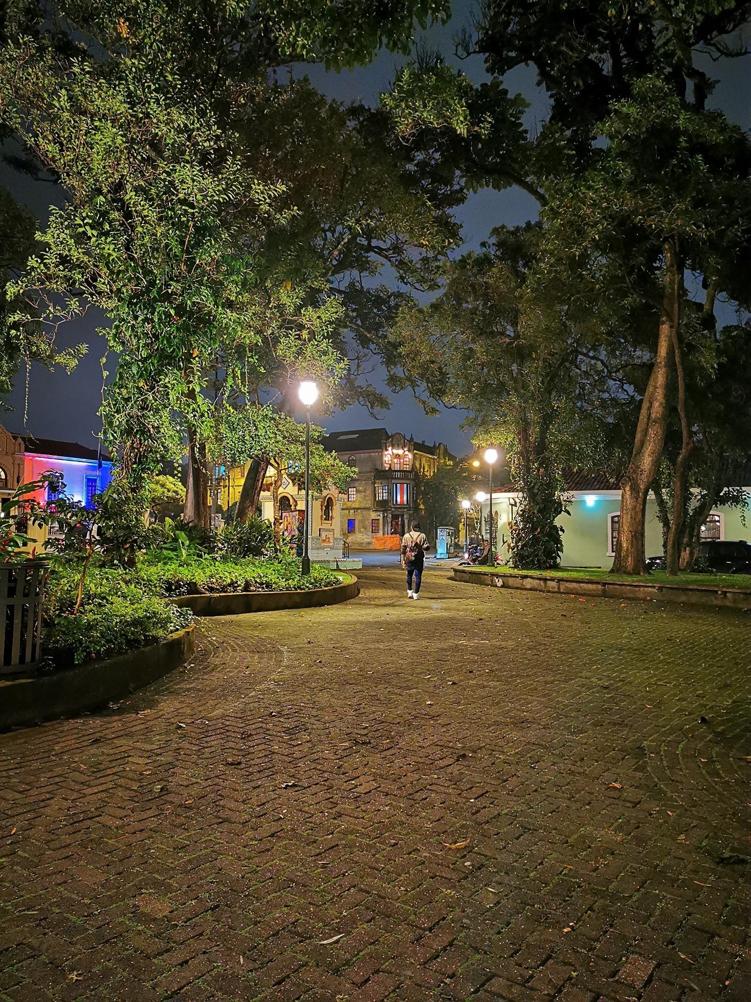 Safari Nocturno por Parques, Expresidentes y otros Personajes