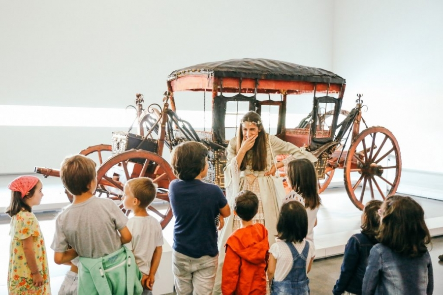 A Rainha mostra o Museu dos Coches