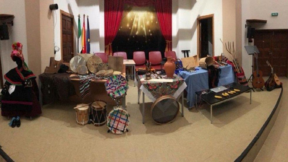 Expo | Muestra de instrumentos musicales e indumentaria de Extremadura