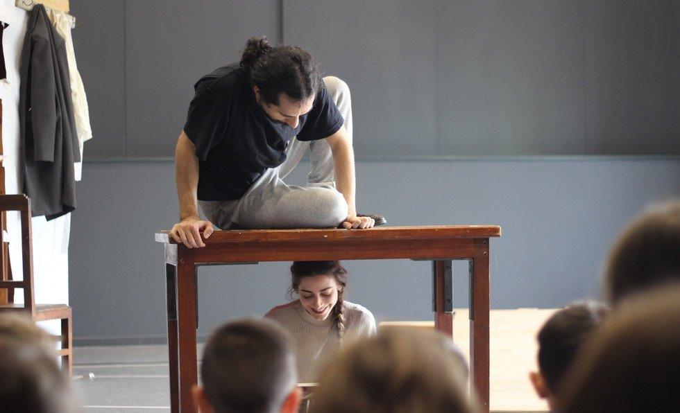 Espetáculo de Teatro MESA para ...