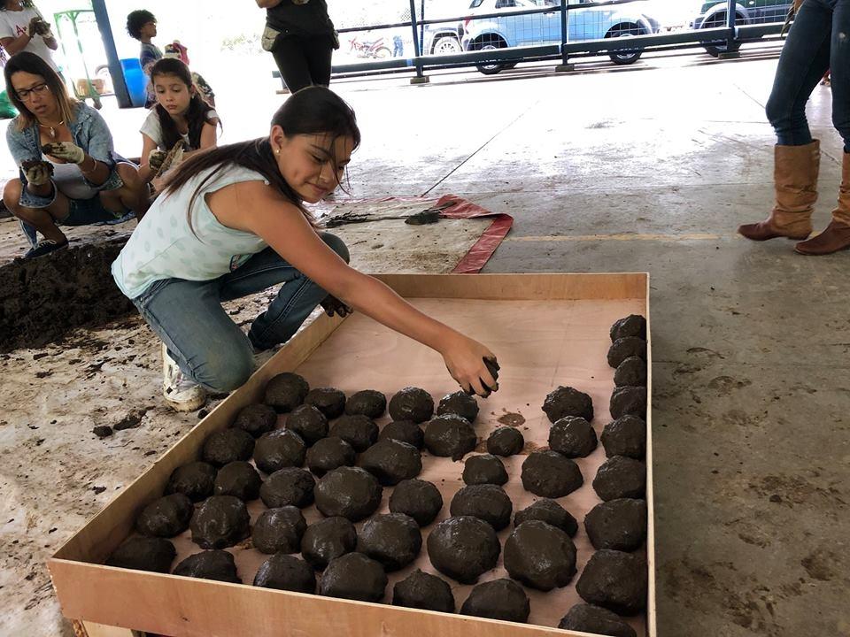 Festival de Lanzamiento de las Esferas de Barro al Rio Torres