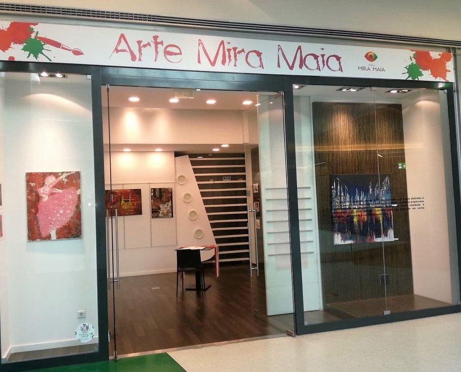 Mira Maia Shopping expõe obras de Alma Ivascu até final de outubro