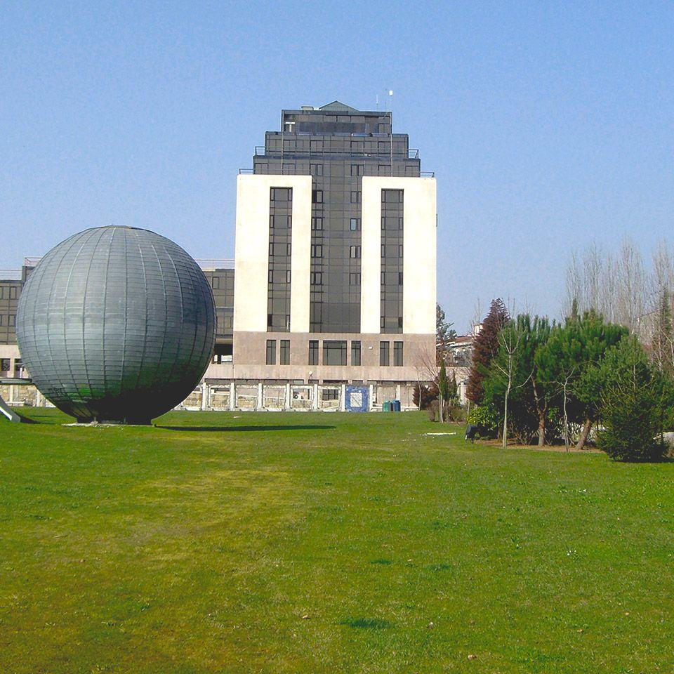 Jardim municipal e Fórum Municipal