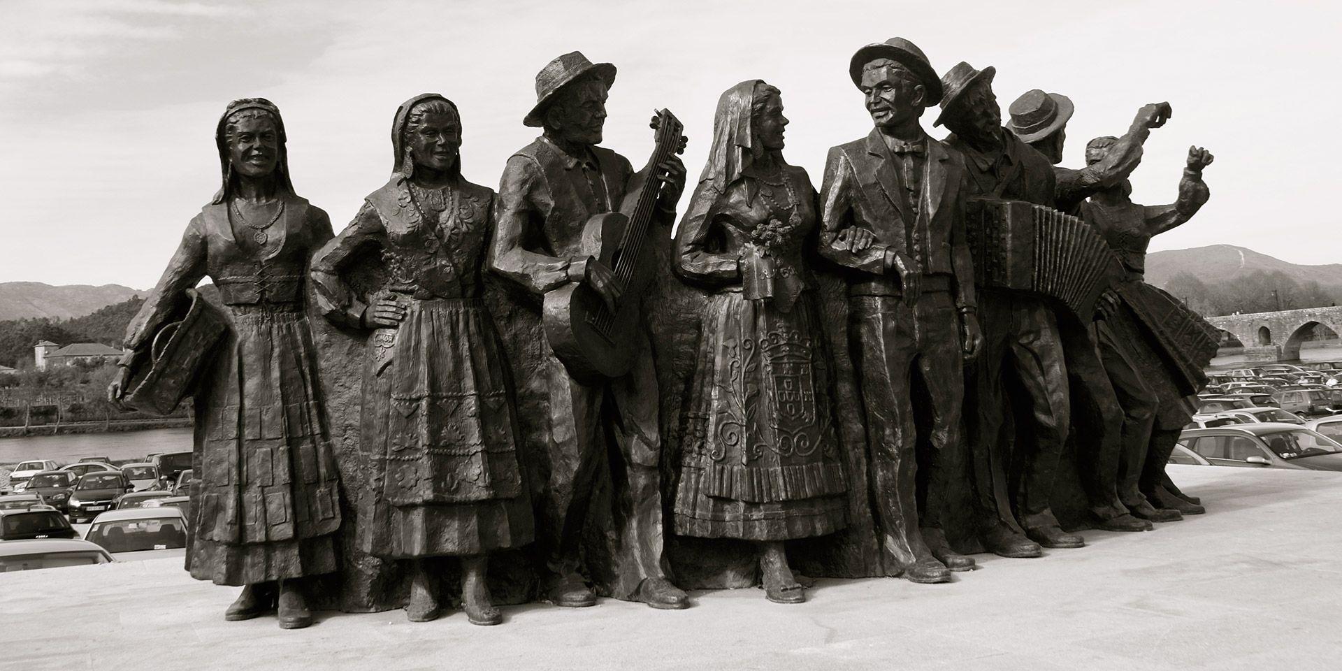 Monumento às Feiras Novas e ao Folclore